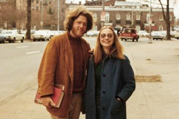 Bill Clinton, lumbersexual, and Hilary Rodham, 1970.